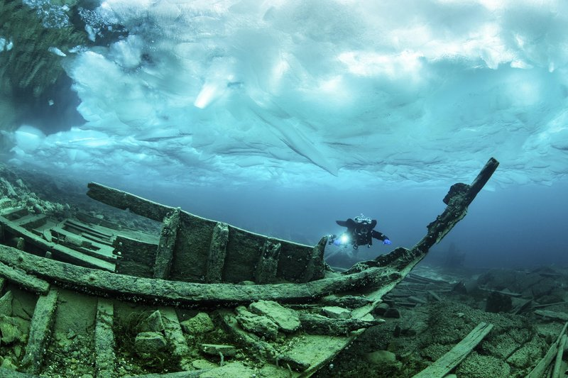 an-ice-diver-explores-the-alice-g-tugboat-wreck-under-the-ice-in-tobermory-ontario-canada