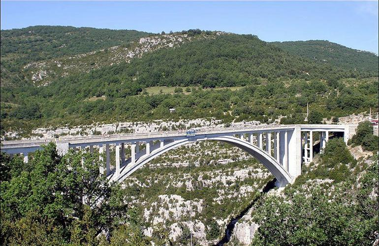 Bungee Jumping from the Artuby bridge in Verdon