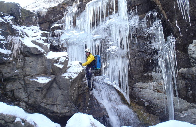 Winter canyoning Gourcy Ossau Valley