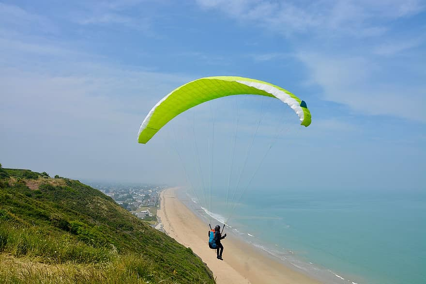 Paragliding in Auckland, New Zealand