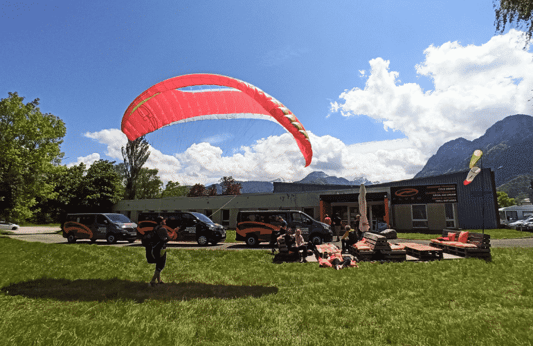 Paraglider in front of the Flyeo Area
